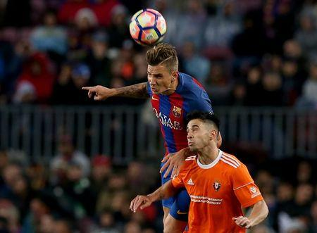 Football Soccer- Spanish La Liga Santander - Barcelona v Osasuna - Camp Nou stadium, Barcelona, Spain - 26/04/17 Barcelona's Denis Suarez (L) and Osasuna's Jaime Romero in action. REUTERS/Albert Gea