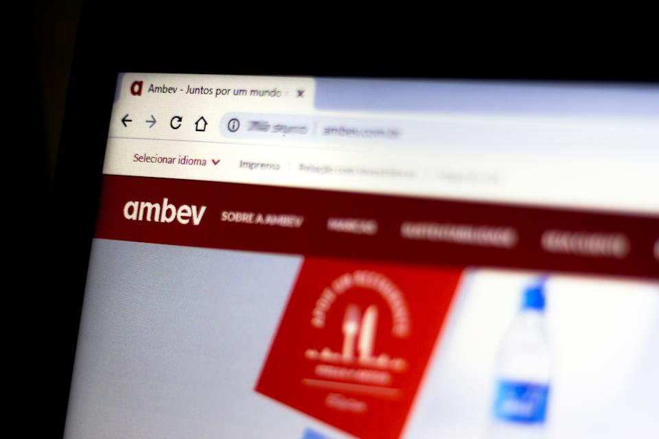 BRAZIL - 2020/07/25: In this photo illustration the official Ambev website is shown on a computer screen. (Photo Illustration by Rafael Henrique/SOPA Images/LightRocket via Getty Images)
