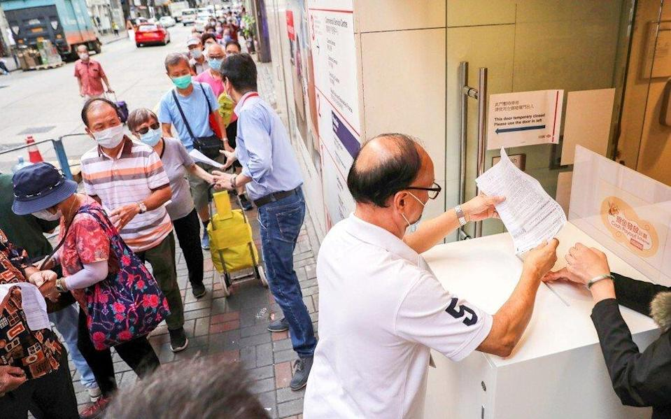 Hongkongers lined up last summer to register for a one-off HK$10,000 government payment. Photo: Winson Wong