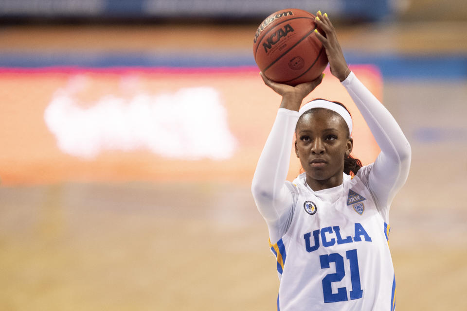 Michaela Onyenwere shoots the ball during a game.