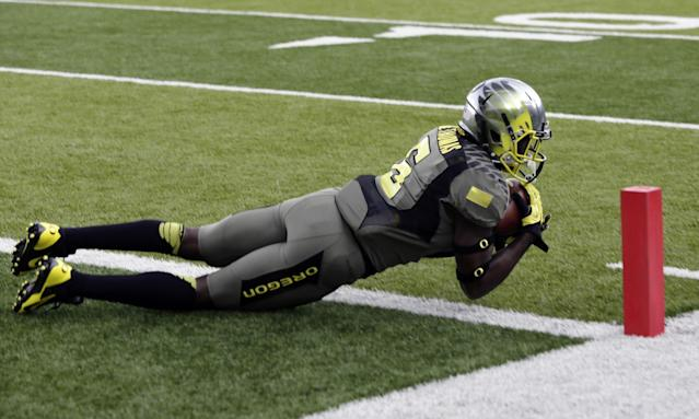 Oregon running back DeAnthony Thomas dives for a touchdown reception during the first half of an NCAA college football game against Utah in Eugene, Ore., Saturday, Nov. 16, 2013. (AP Photo/Don Ryan)