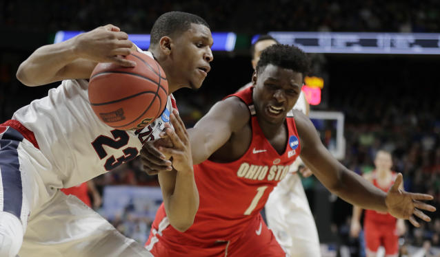 Gonzaga guard Zach Norvell Jr., left, drives down the baseline as Ohio State forward Jae'Sean Tate, right, attempts a steal during the second half of a second-round game in the NCAA men's college basketball tournament Saturday, March 17, 2018, in Boise, Idaho. (AP Photo/Ted S. Warren)