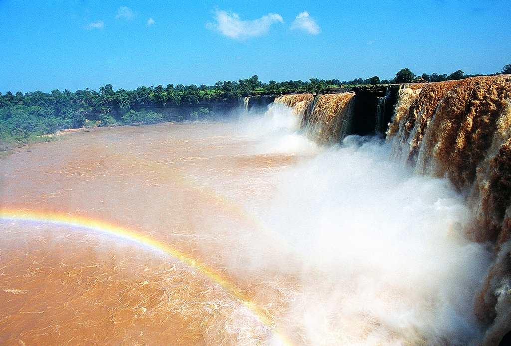 "Chitrakoot Falls in Chhattisgarh. The falls on the Indravati River plunge from a height of 95 feet. The breadth of the river increases substantially in the monsoon and the water turns muddy with eroded soil and silt.<br><br>By <a target=""_blank"" href=""https://www.flickr.com/photos/11977793@N03/"">prads12000</a>"