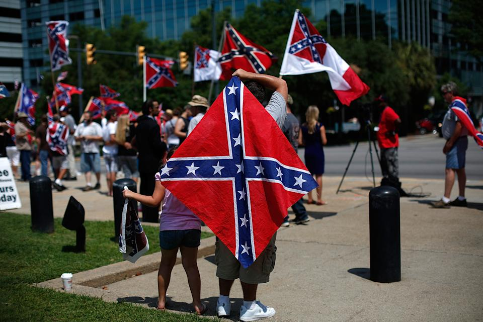 Supporters of Confederate flag rally at South Carolina statehouse. (Getty Images)