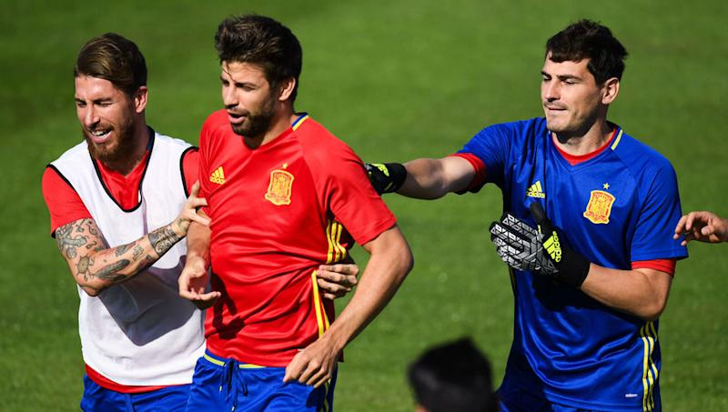 Iker Casillas Delivers Brutal Response in Twitter Exchange With Barcelona's Gerard Pique