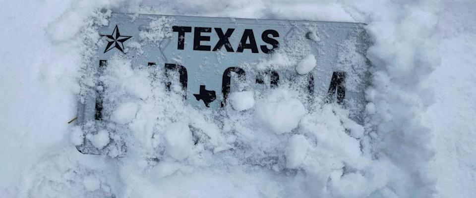 Texas is still suffering from the unexpected huge amount of snow. People without heat, without food, without access to internet. It's a real life threatening situation. Dallas, 02.17. 2021.