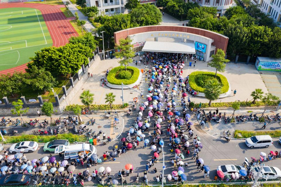 Waves of residents in Xiamen queue for Covid testing amid the outbreak. Source: Getty
