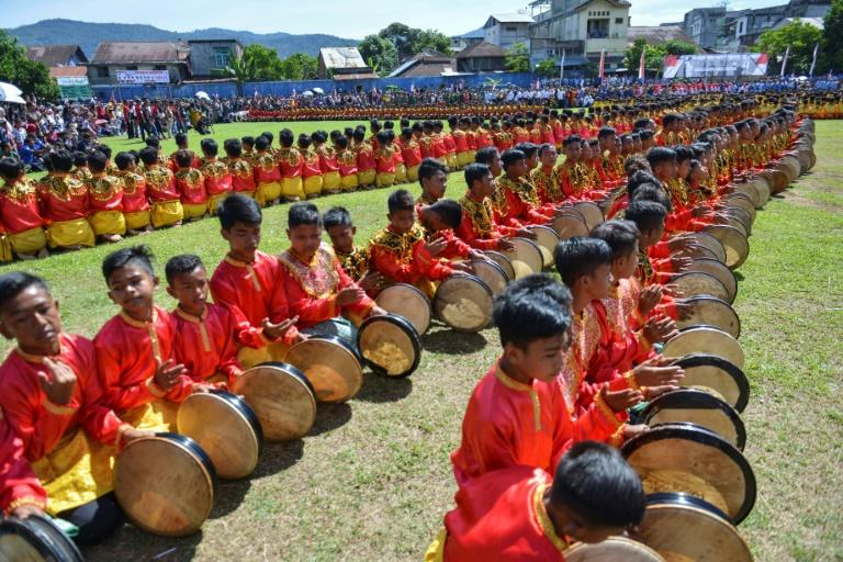 The Rapa'i Geleng dance is held periodically to celebrate various occasions from a successful harvest season to religious days and weddings (AFP Photo/CHAIDEER MAHYUDDIN)