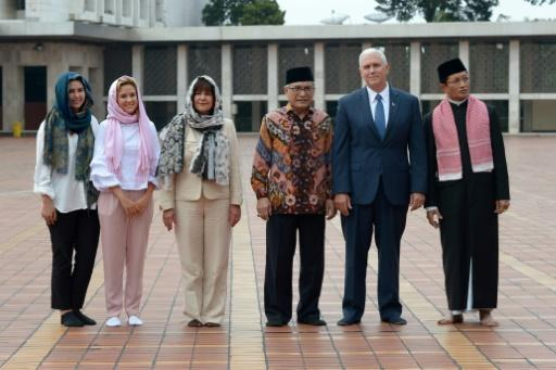 Pence tours Indonesian mosque in outreach to Muslims