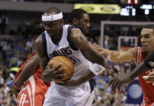 Dallas Mavericks' Jason Terry, left, sprints past Houston Rockets' Courtney Lee, right, while moving to the basket for a shot-attempt in the first half of an NBA basketball game on Wednesday, April 18, 2012, in Dallas. (AP Photo/Tony Gutierrez)