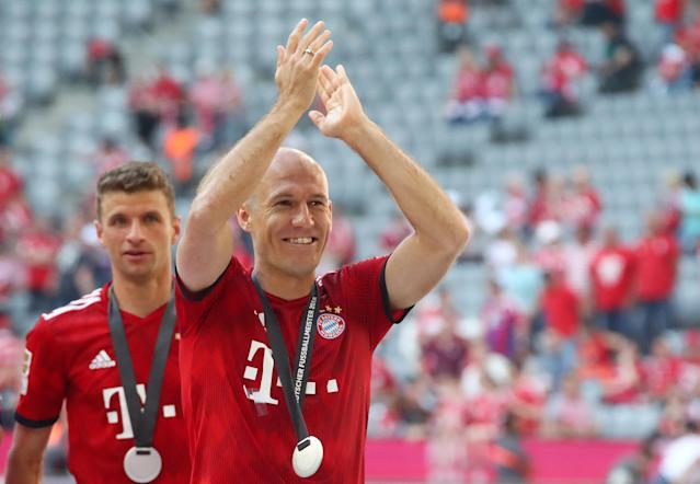 Soccer Football - Bundesliga - Bayern Munich v VfB Stuttgart - Allianz Arena, Munich, Germany - May 12, 2018 Bayern Munich's Thomas Mueller and Arjen Robben as they celebrate winning the Bundesliga REUTERS/Michael Dalder DFL RULES TO LIMIT THE ONLINE USAGE DURING MATCH TIME TO 15 PICTURES PER GAME. IMAGE SEQUENCES TO SIMULATE VIDEO IS NOT ALLOWED AT ANY TIME. FOR FURTHER QUERIES PLEASE CONTACT DFL DIRECTLY AT + 49 69 650050