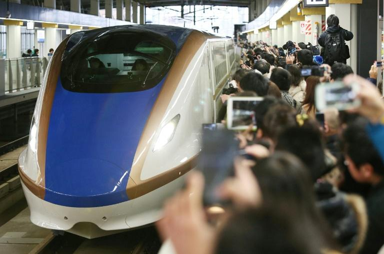 Tokyo train company says sorry for 20-second early departure