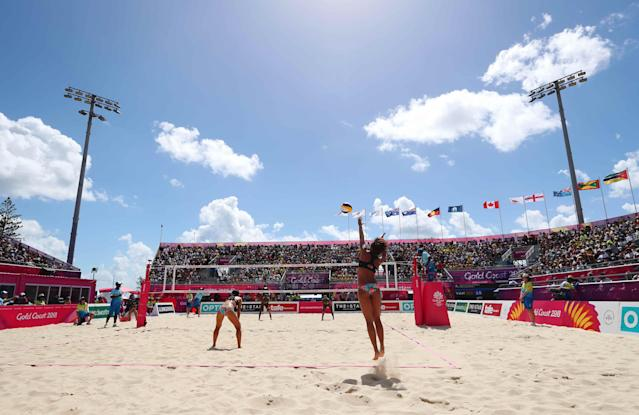 Beach Volleyball - Gold Coast 2018 Commonwealth Games - Women's Preliminary - Pool C - Vanuatu v Singapore - Coolangatta Beach - Gold Coast, Australia - April 7, 2018. Lau Ee Shan of Singapore serves. REUTERS/Jeremy Lee