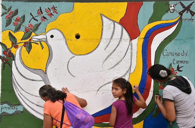 A peace mural is painted near the road leading to Planadas, Colombia, where a peasant uprising in 1964 led to the birth of the Revolutionary Armed Forces of Colombia (AFP Photo/Guillermo Legaria)