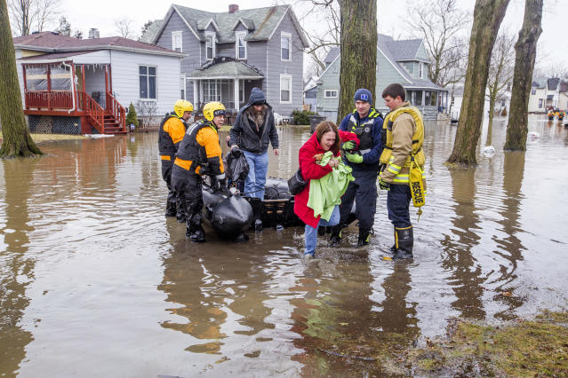 <p>Emergency crews help evacuate residents Wednesday, Feb. 21, 2018, in Elkhart, Ind. Crews are using boats to help northern Indiana residents amid flooding from melting snow and heavy rain moving across the Midwest. (Photo: Becky Malewitz /South Bend Tribune via AP) </p>
