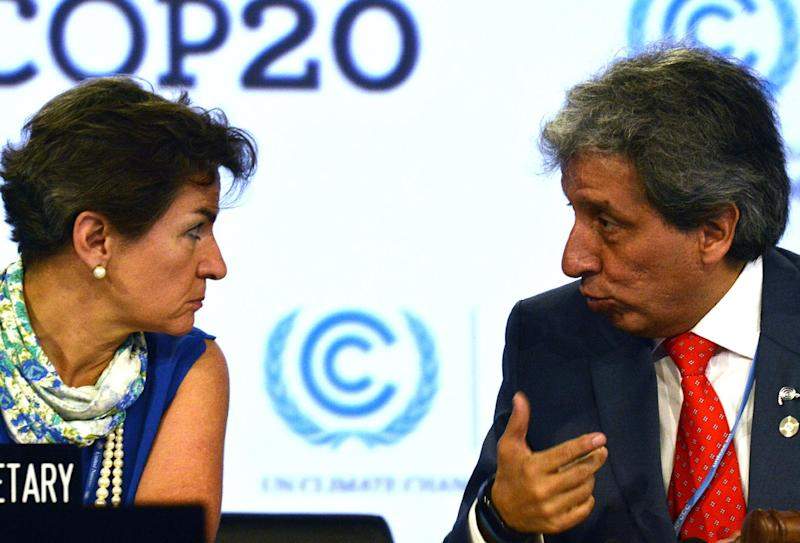 UNFCCC Executive Secretary Christiana Figueres (L) listens to the COP20 President and Peruvian Minister of Environment Manuel Pulgar on December 12, 2014 in Lima (AFP Photo/Cris Bouroncle)