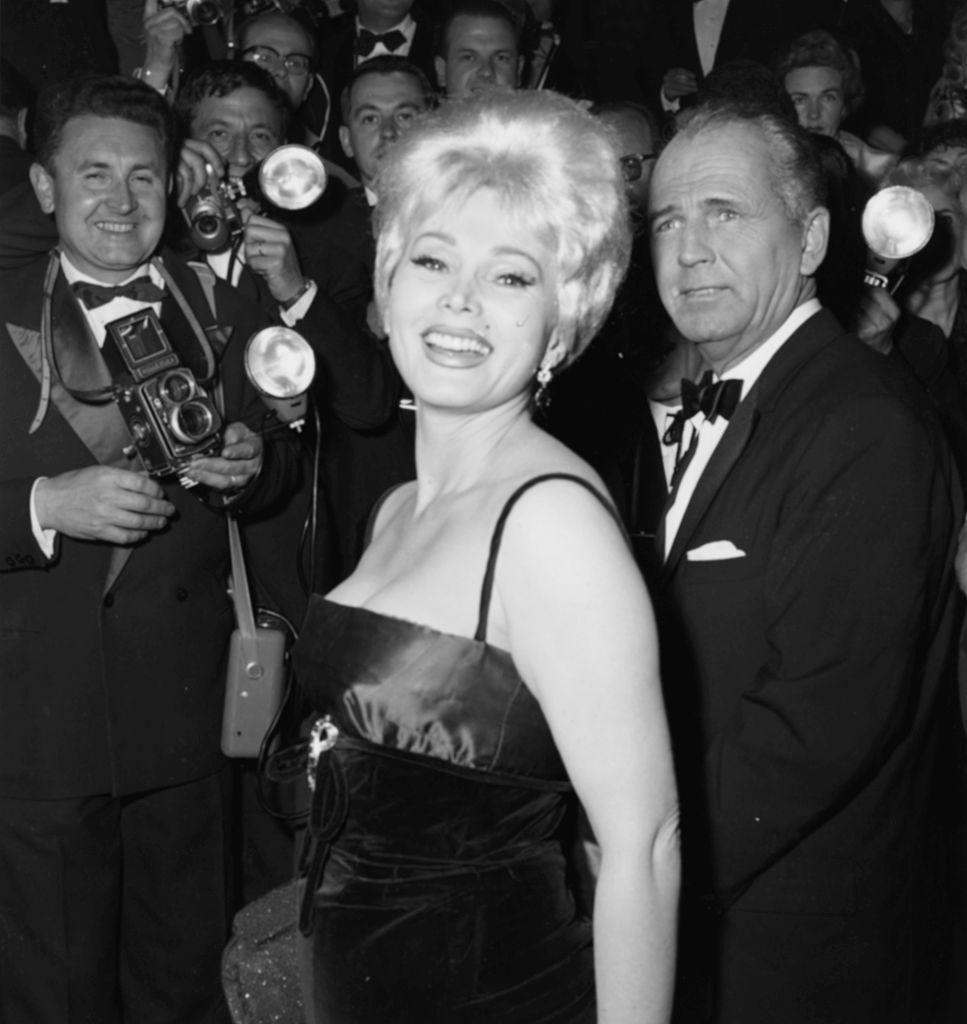 Zsa Zsa Gabor smiles for the paparazzi on May 5, 1959. (Photo: Archive Photos/Getty Images)