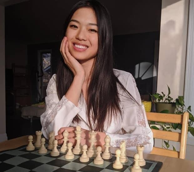 Chess Fans Hail The Queen S Gambit For Upending Male Dominated Sport 5.ron's parents (die) when he was young. chess fans hail the queen s gambit for