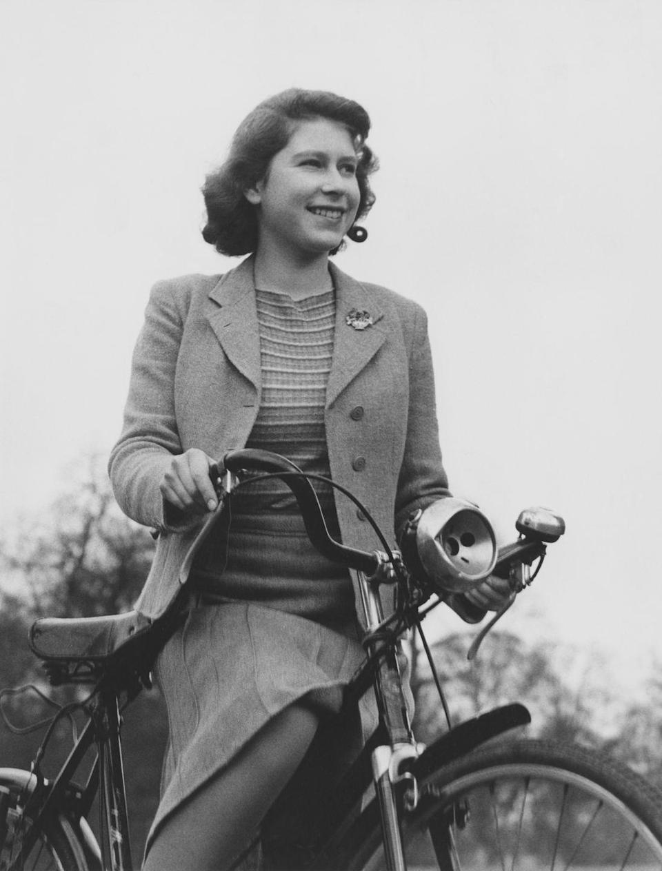 <p>Here, Queen Elizabeth wore a tweed blazer while cycling in Windsor in 1942.</p>