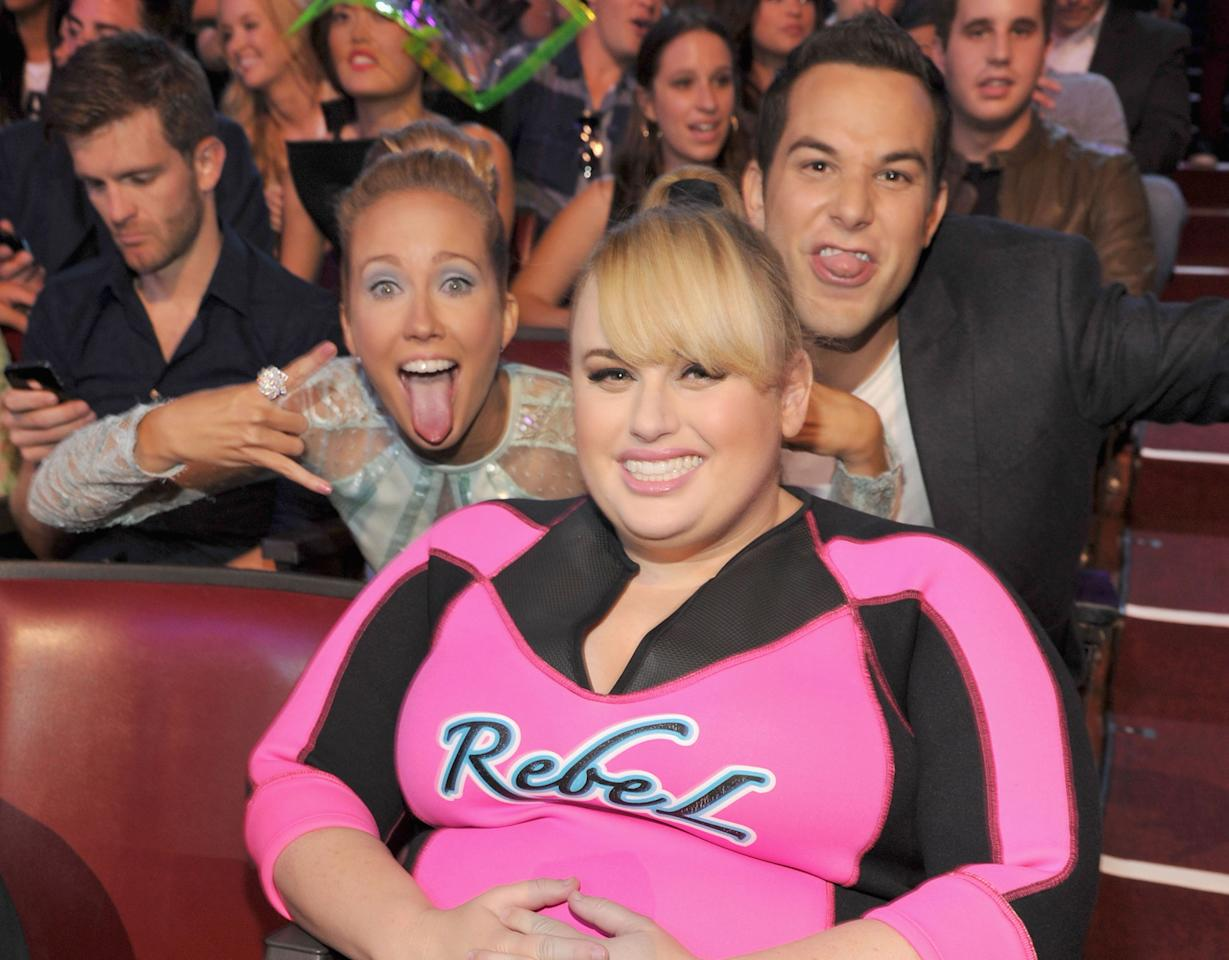 "As if Rebel Wilson decked out in a wetsuit wasn't silly enough, ""Pitch Perfect"" couple Skylar Astin and Anna Camp jumped in for a goofy photobomb while the Choice Actress in a Comedy cheesed it up for cameras at the Teen Choice Awards. (8/11/13) Credit: Kevin Mazur/WireImage"