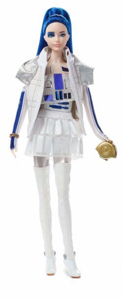PHOTO: Star Wars™ R2D2 x Barbie® Doll (Barbie)