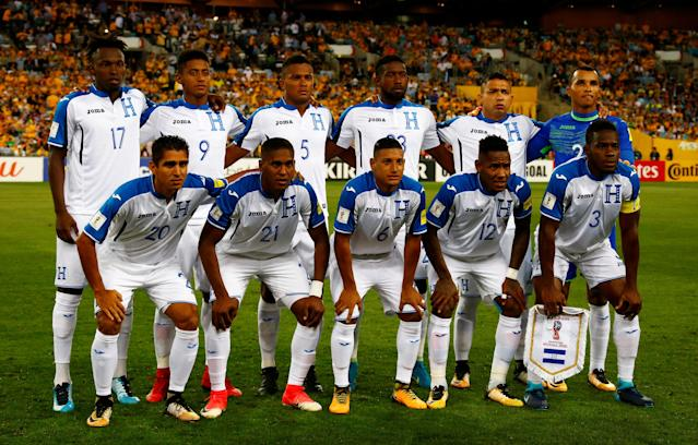 Soccer Football - 2018 World Cup Qualifications - Australia vs Honduras - ANZ Stadium, Sydney, Australia - November 15, 2017 Honduras pose for a team group photo before the match REUTERS/David Gray