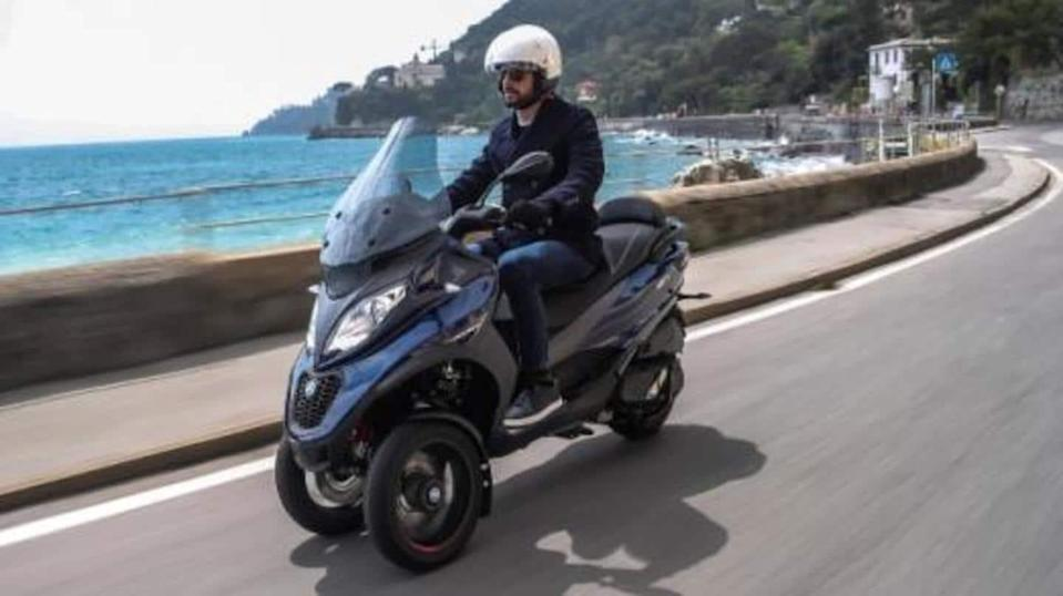 Piaggio MP3 400 HPE three-wheeler scooter launched in Europe