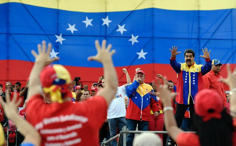 Venezuelan President Nicolas Maduro waves during the closing rally of the campaign on December 3, 2015 in Caracas (AFP Photo/Juan Barreto)