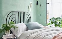 <p>This paintwork can be recreated using a sponge effect, where the paint is dabbed over to create texture. </p><p>This technique makes the green tone look almost cloud-like and it can be lighter and fresher than an overall block colour.<br> </p>