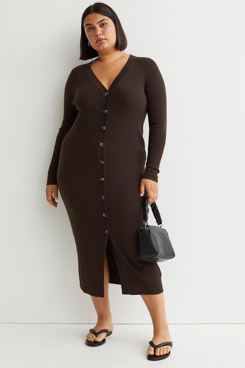 <p>This <span>H&amp;M+ Ribbed Dress</span> ($40) is a practical and elegant choice for the office or weekend adventures with friends in town. Finish off the look with thong sandals.</p>