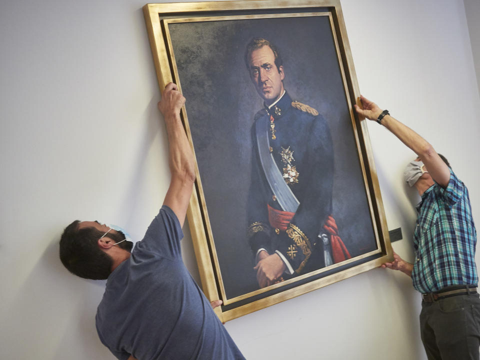 PAMPLONA, SPAIN - JUNE 15: Two workers remove the portrait of King Emeritus Juan Carlos I from the Governing Chamber of the Legislative Foral of the Parliament of Navarra on June 15, 2020 in Pamplona, Spain. It has been removed hours after the Board of Spokespersons approved the act with the votes of the Socialist Party of Navarre, Geroa Bai, EH Bildu, Podemos and Izquierda-Ezkerra, at the proposal of the Mixed Group, and with the votes against the coalition Navarra Suma (UPN, PP, Ciudadanos). (Photo by Eduardo Sanz/Europa Press via Getty Images)