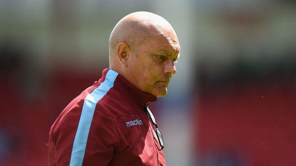 Former Chelsea midfielder Ray Wilkins has outrageously claimed that Manchester United's Champions League Round of 16 opponents Sevilla are of equivalent quality to a bottom six Premier League squad; verifying his place in the not-so-exclusive club of football pundits who know absolutely nothing about the sport outside of the Premier League.​ Wednesday night sees the Red Devils come up against fifth placed La Liga side Sevilla in what promises to be another entertaining evening of Champions...