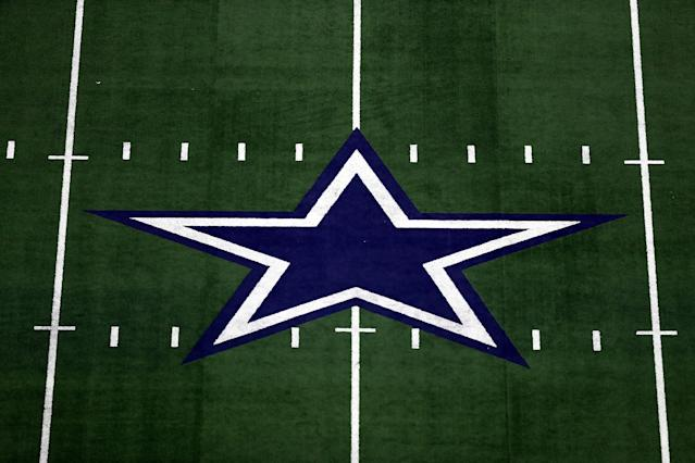 "Former <a class=""link rapid-noclick-resp"" href=""/nfl/teams/dal"" data-ylk=""slk:Dallas Cowboys"">Dallas Cowboys</a> linebacker Jeff Rohrer will become the first known NFL player in a same-sex marriage this weekend. (Getty Images)"