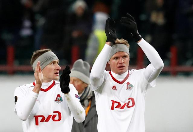 Soccer Football - Europa League Round of 32 Second Leg - Lokomotiv Moscow vs OGC Nice - RZD Arena, Moscow, Russia - February 22, 2018 Lokomotiv Moscow's Aleksandr Kolomeytsev and Lokomotiv Moscow's Dmitri Tarasov applaud the fans after the match REUTERS/Sergei Karpukhin