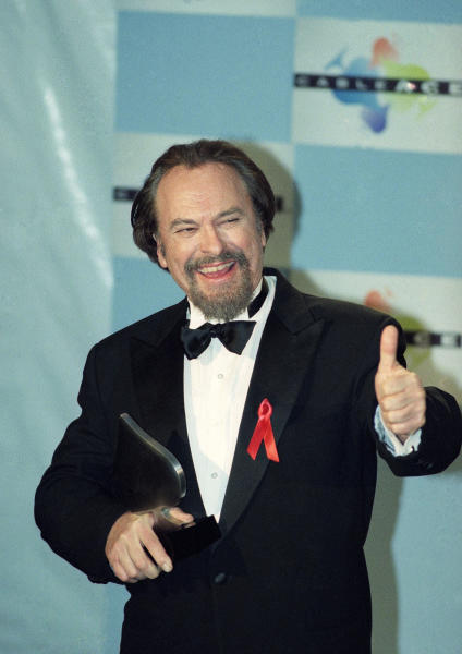 """FILE - In this Jan. 15, 1995, file photo, actor Rip Torn gives a thumbs-up to photographers after winning for Best Actor in a Comedy Series for HBO's """"The Larry Sanders Show,"""" at the 16th annual CableACE Awards ceremony, in Los Angeles. Award-winning television, film and theater actor Torn has died at the age of 88, his publicist announced Tuesday, July 9, 2019. (AP Photo/Michael Caulfield, File)"""