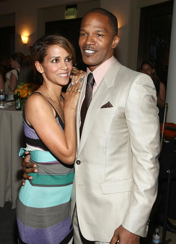 """<a href=""""http://movies.yahoo.com/movie/contributor/1800019906"""">Halle Berry</a> and <a href=""""http://movies.yahoo.com/movie/contributor/1800020004"""">Jamie Foxx</a> at the Los Angeles premiere of <a href=""""http://movies.yahoo.com/movie/1809986571/info"""">The Soloist</a> - 04/20/2009"""