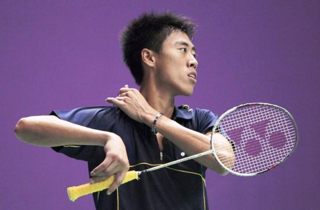 Singapore's Chen Yong Zhao Ashton gestures during his Badminton World Championships match in Paris, 2010, against China's Chen Jin. (AFP PHOTO/JACQUES DEMARTHON)