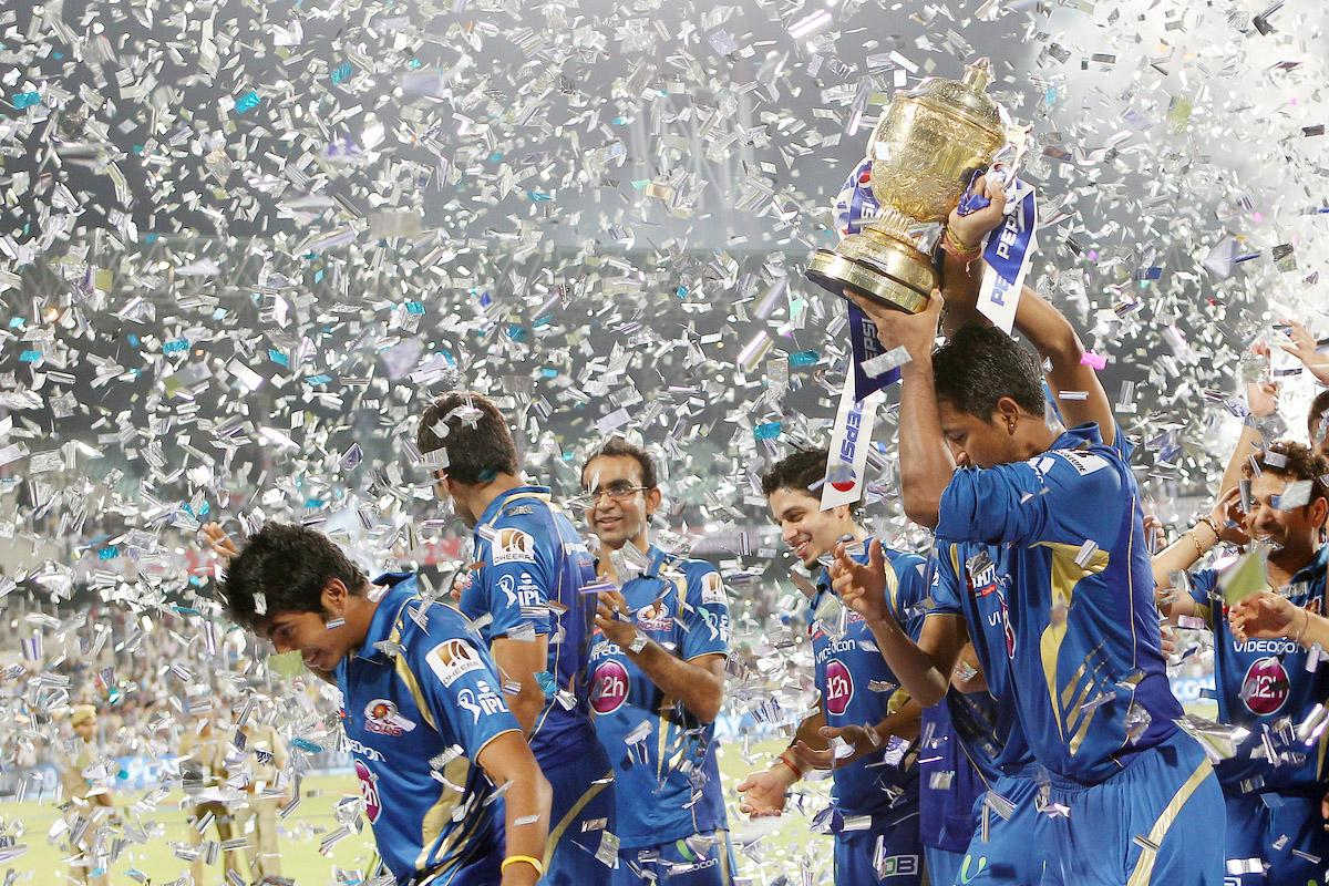 Mumbai Indians celebrate the win during the Final of the Pepsi Indian Premier League between The Chennai Superkings and the Mumbai Indians  held at the Eden Gardens Stadium in Kolkata on the 26th May 2013. (BCCI)