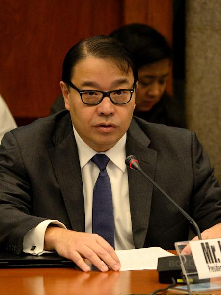 Lorenzo Tan, RCBC president and chief executive officer, gives a statement during a senate hearing in Manila on March 15, 2016 (AFP Photo/Noel Celis)