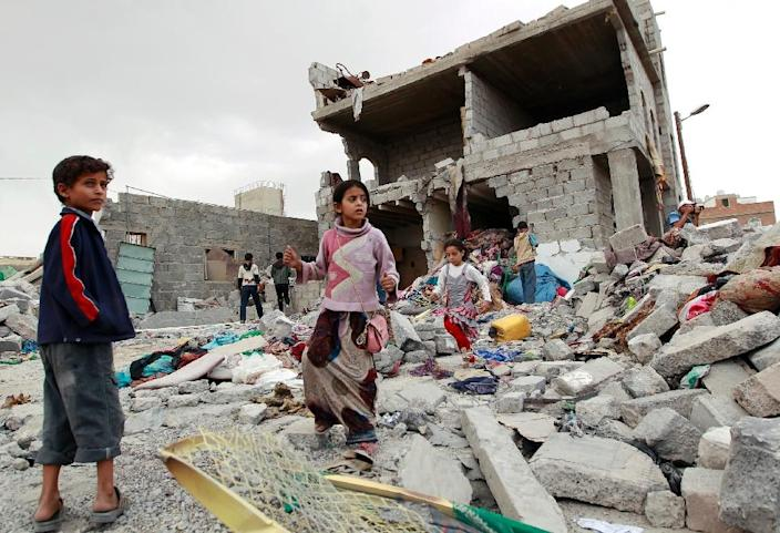 Yemeni children stand amid the rubble of a building damaged in an air-strike by the Saudi-led coalition on the capital Sanaa on July 13, 2015 (AFP Photo/Mohammed Huwais)