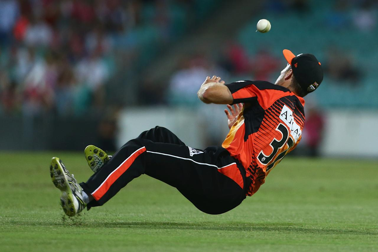 SYDNEY, AUSTRALIA - DECEMBER 16:  Simon Katich of the Scorchers drops a catch during the Big Bash League match between the Sydney Sixers and the Perth Scorchers at SCG on December 16, 2012 in Sydney, Australia.  (Photo by Mark Kolbe/Getty Images)