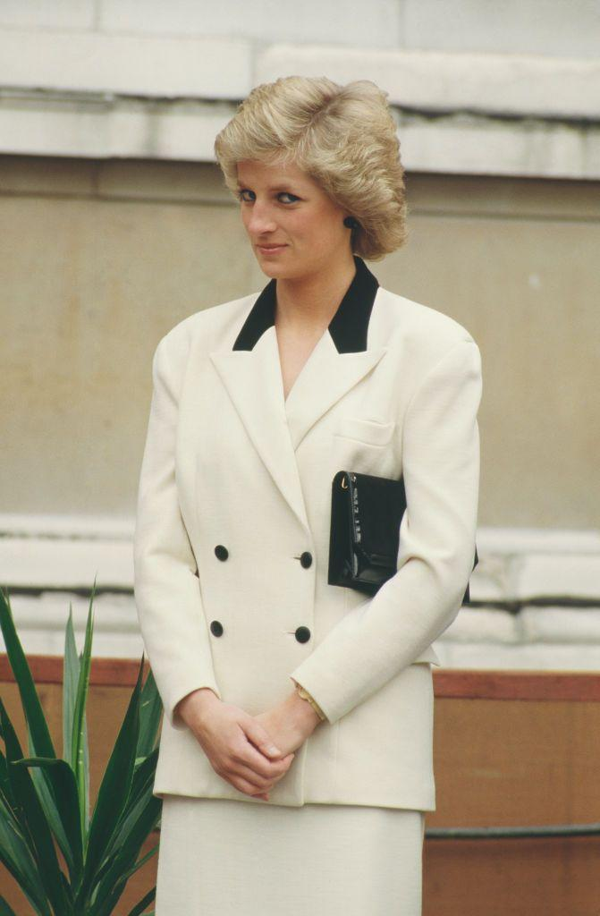 <p>The Princess opted for an iconic color palette–black and white everything–for a glitzy event at London's National Gallery in March 1988.<br></p>