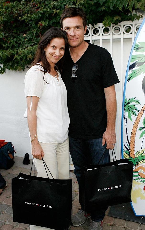 """Jason Bateman and his wife Amanda Anka load up on freebies from Tommy Hilfiger. Donato Sardella/<a href=""""http://www.wireimage.com"""" target=""""new"""">WireImage.com</a> - June 29, 2008"""