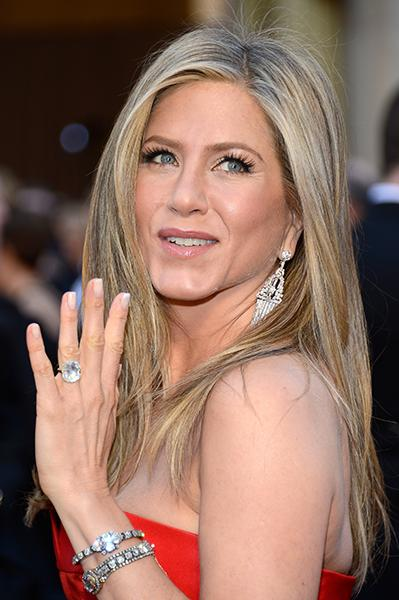 Jennifer Aniston - Her dress may have left something to be desired for us (and we get it, Jen, your hair is perfect and lovely but could you please put it up ONCE?), but her jewels did NOT disappoint. In addition to her eight-to-nine-carat engagement ring from fiance Justin Theroux, Aniston piled on Art Deco-inspired bracelets and dangly sparkling earrings that stole the show. <br /><br />