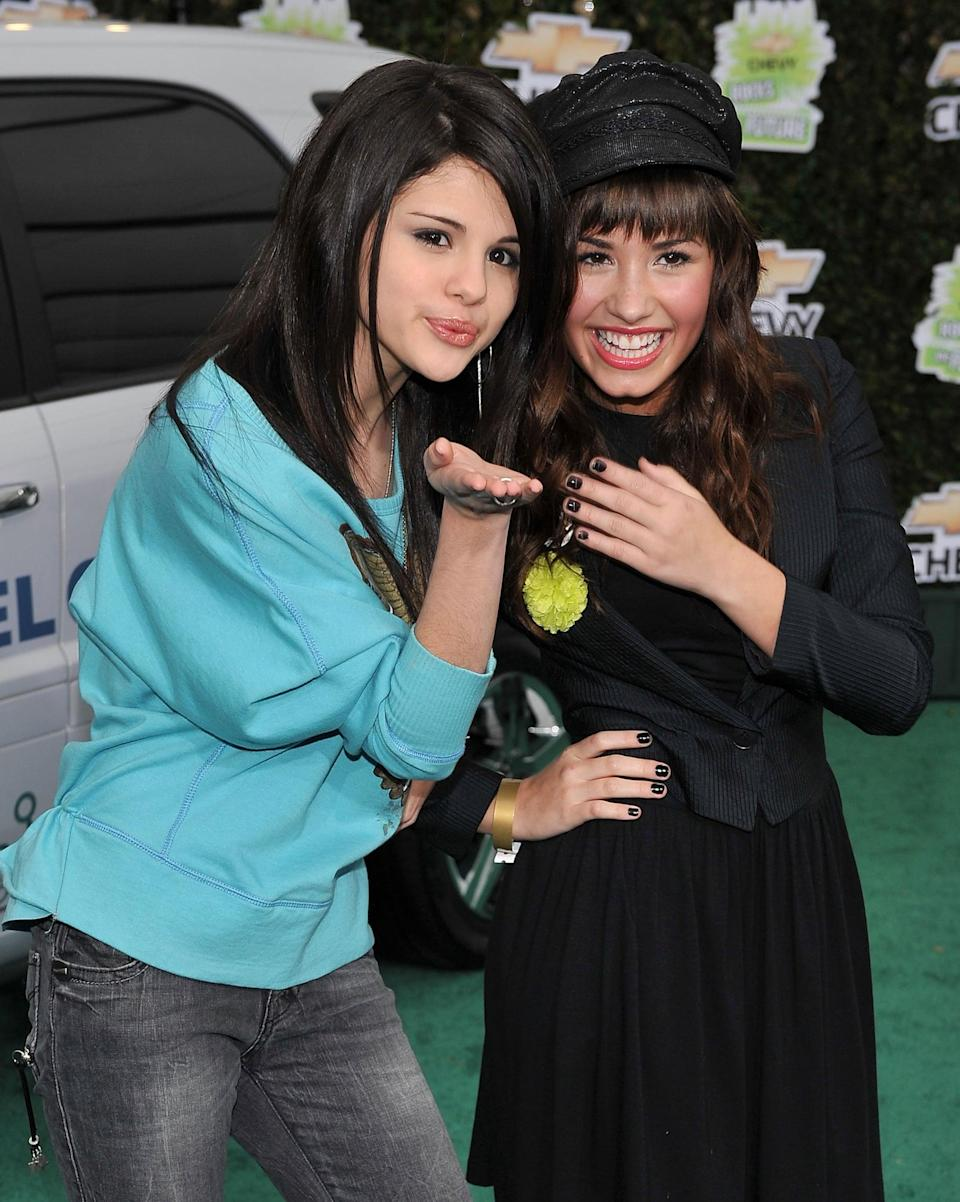 <p>A young Selena and Demi Lovato posed together at a Chevy event in LA.</p>
