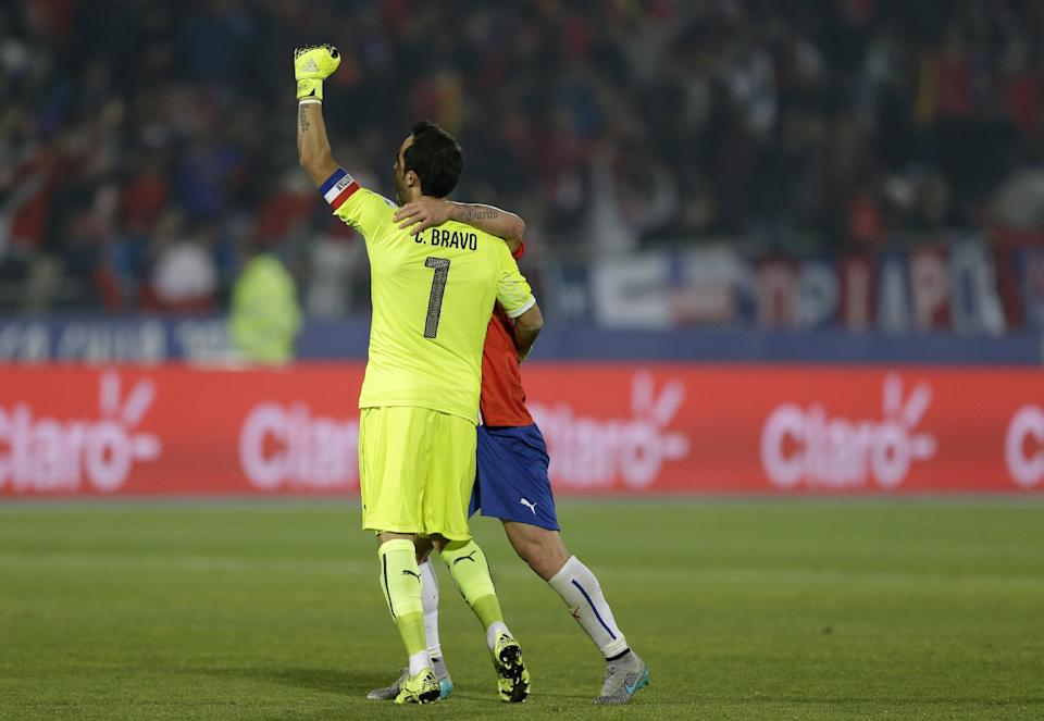 Chile's goalkeeper Claudio Bravo celebrates at the end of a Copa America quarterfinal soccer match against Uruguay at the National Stadium in Santiago, Chile, Wednesday, June 24, 2015. Chile defeated Uruguay 1-0. (AP Photo/Ricardo Mazalan)