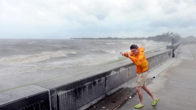 Hurricane Isaac Lashes Gulf Coast in Slow Churn