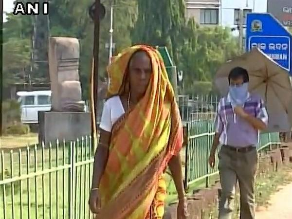 Telangana Congress workers detained after protesting in front of Home Minister Mahmood Ali's residence over women safety. Photo/ANI