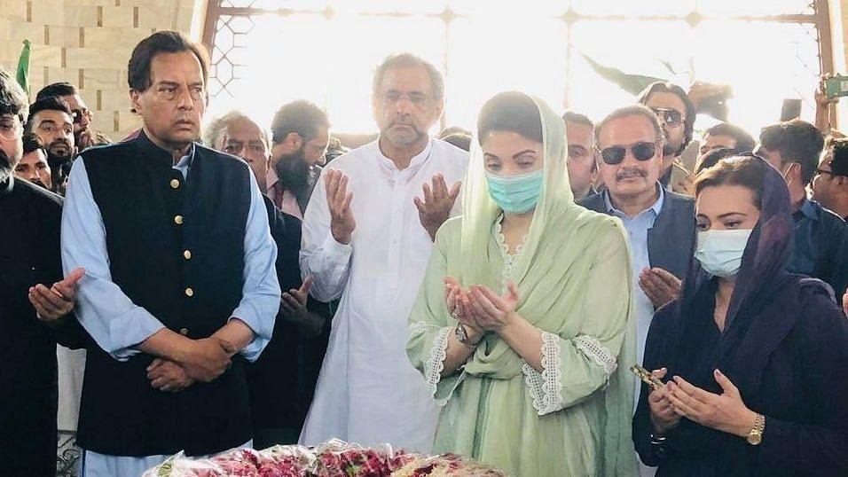 Maryam Nawaz Sharif (Second from right) with her husband Safdar Awan (second from left) at Quaid's mausoleum.