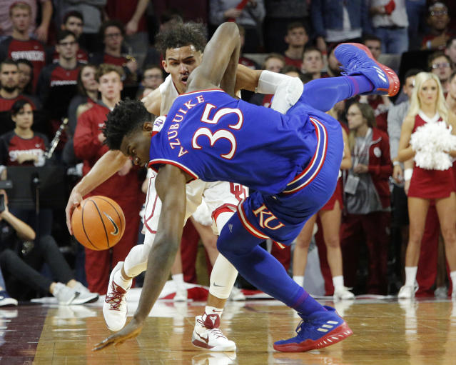 "Oklahoma's Trae Young (11) drives the ball past Kansas's <a class=""link rapid-noclick-resp"" href=""/ncaab/players/136069/"" data-ylk=""slk:Udoka Azubuike"">Udoka Azubuike</a> (35) during the second half of an NCAA college basketball game in Norman, Okla., Tuesday, Jan. 23, 2018. (AP Photo/Garett Fisbeck)"